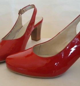 Лаковые красные туфли, новые
