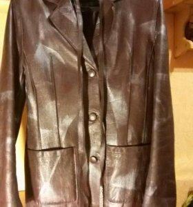 Кожаный женский пиджак-куртка