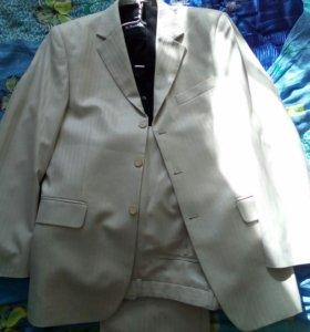 Продается костюм с рубашкой