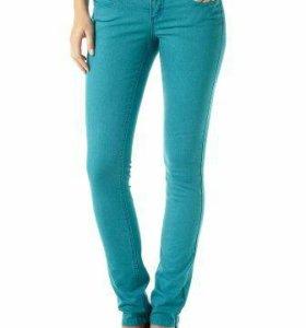Брюки-джинсы стрейч бирюзового цвета