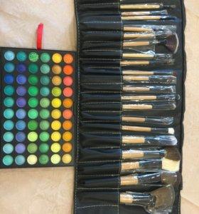 Набор теней и кисточек для макияжа