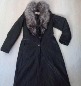 Пальто утепленное, есть пояс..воротник чернобурка