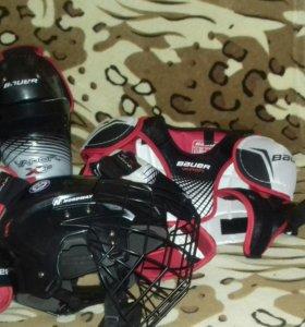 Хоккейная зашита и коньки на 10 -12 лет