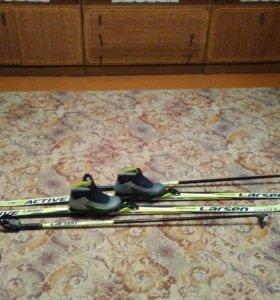 Лыжи,стяжки для лыж, палки,ботинки