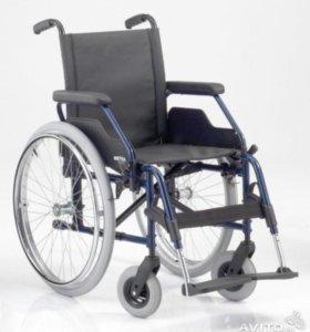Коляска инвалидная + ходунки + 4 упак. памперсов
