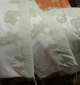 Бортики в кроватку в отличном состоянии