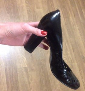 Туфли лакированные на очень удобном каблуке👠