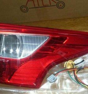 Фонарь задний правый внешний Ford Focus с 2011