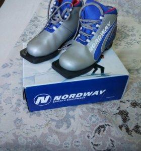 Лыжные ботинки 33р.