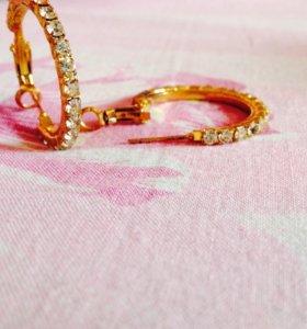 Серёжки бижутерия , золотым цветом .