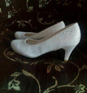 Свадебные туфли, 38 размер в хорошем состоянии.