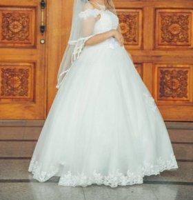 Свадебное платье +новые перчатки + украшения