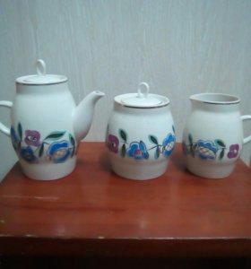 Чайник, сахарница и молочник