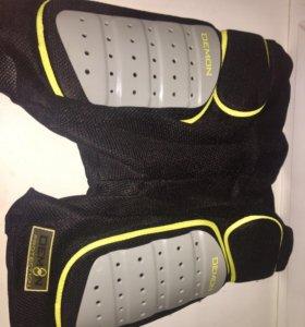 Защитные шорты для сноубординга Demon Protection