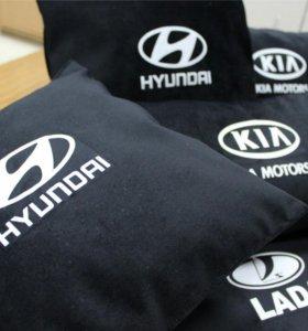 Подушки для автомобиля с логотипами