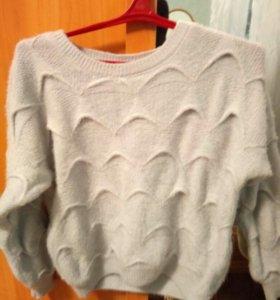 Zara.Теплый ,стильный свитер,новый
