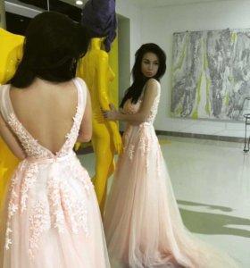 Вечернее пышное розовое платье
