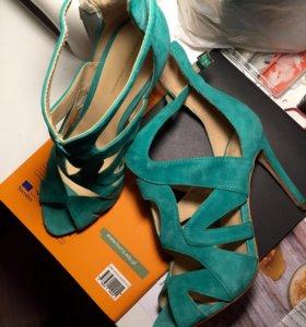 Новые босоножки Zara 40 замша