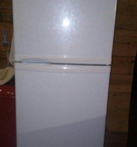 Холодильник- морозильник  DAEIVOO