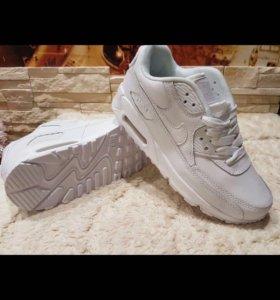 Кроссовки Nike. Низкая цена за Супер кроссы.