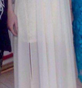 платье с украшением