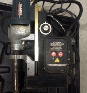 Сверлильная установка на магнитной подошве.
