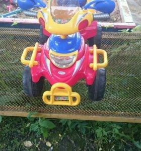 Машина детская   Все работает  с педалью на акомул