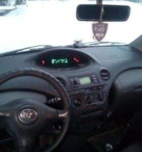 Toyota yris 2003г.