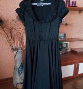 Чёрное платье.
