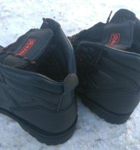 Новые теплые ботинки