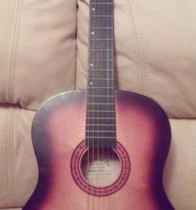 Гитара с увеличенным корпусом.