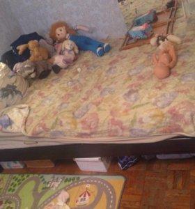 Кровать большая с реечным дном