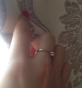 Кольцо из белого золота с бриллиантом,размер 16.5,