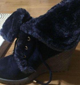 Продам зимние ботинки женские