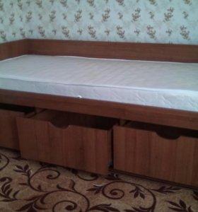 Деревянная кровать с 3 ящиками