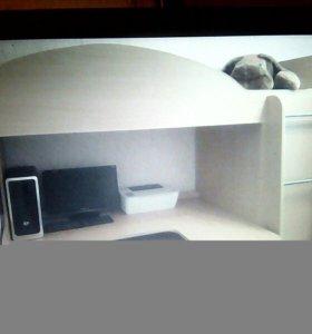 Детская кровать +встроенный стол + шкаф+матрас