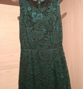 Красивое кружевное платье в пол.