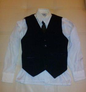 Рубашка, жилетка, галстук