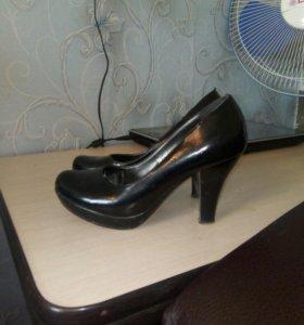 Туфли и босоножки. Цена за все.