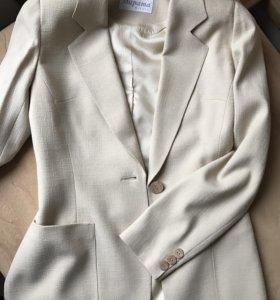 Пиджак бежевый легкий приталенный