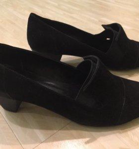 Новые красивые туфли 36-37 размер