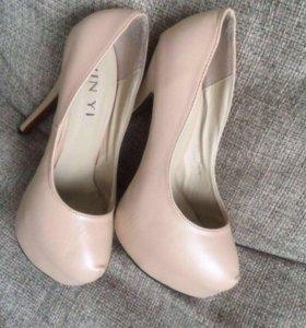 Туфли 👠👠на высоком каблуке
