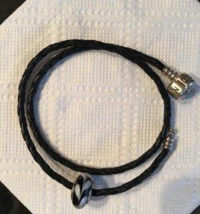 Длинный кожаный браслет от Pandora с шармом