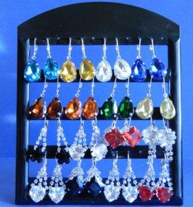 Серьги с кристаллами.