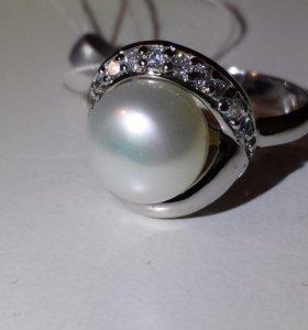 Новое кольцо из серебра с жемчугом и цирконами