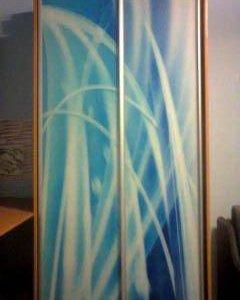 Шкаф с стеклянными дверями