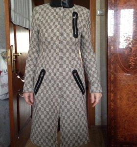 Женское пальто весна-осень 44-46 размер
