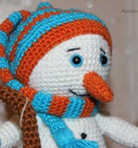 Игрушка вязаная Снеговик