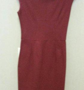 Платье-футляр 42  р