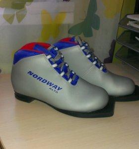 Лыжные ботинки NORDWAY.